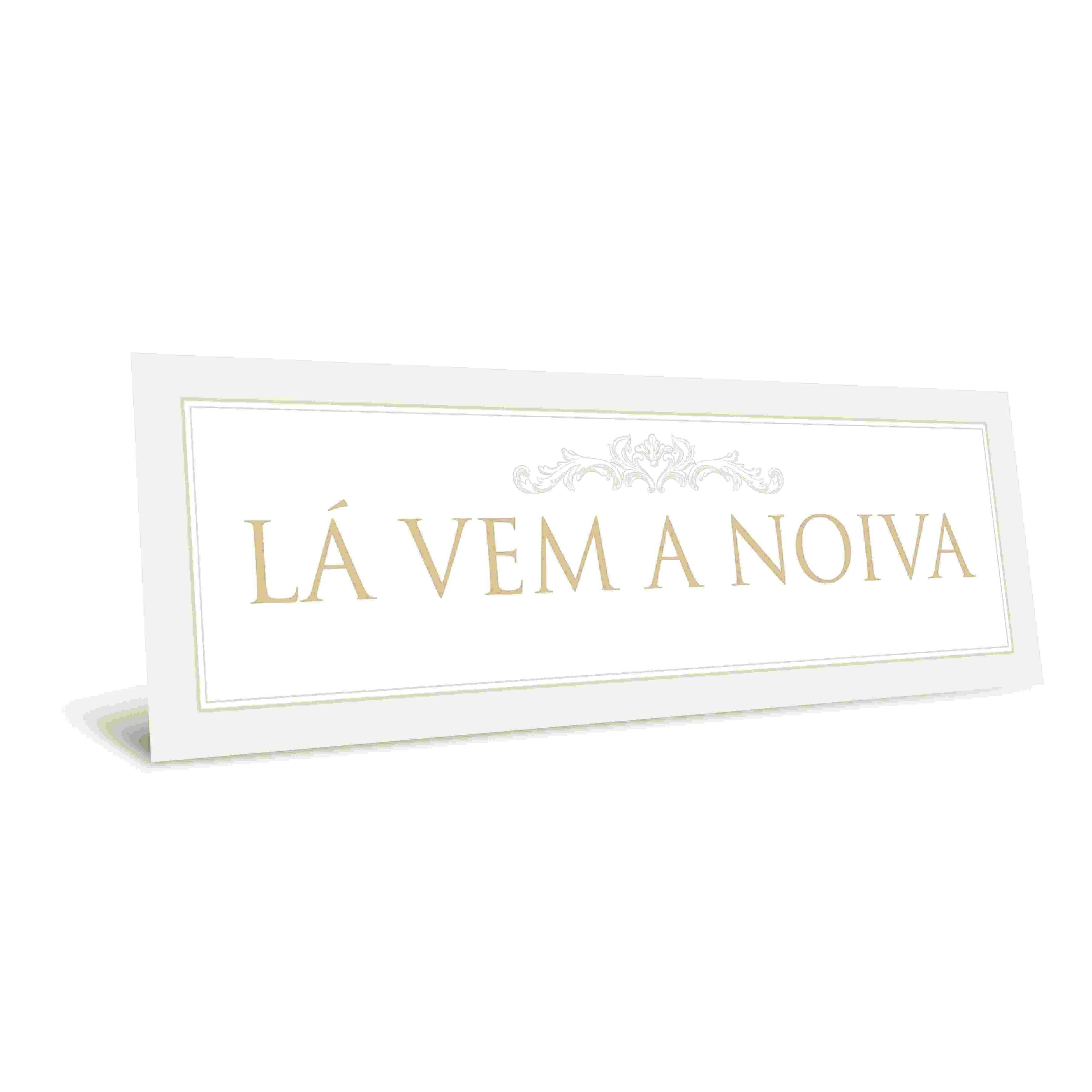 """Placa """"Lá Vem a Noiva"""" Coleção Casamento Romântico Cromus"""